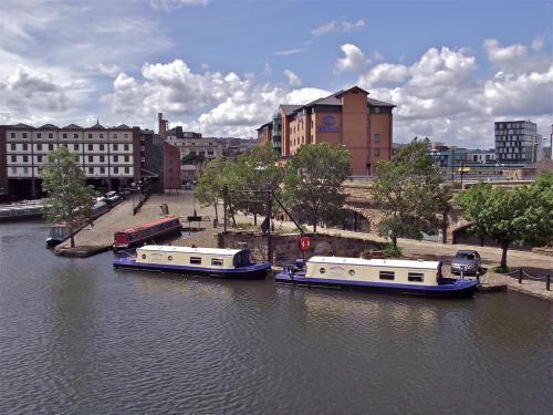 Houseboat Hotels, Victoria Quays