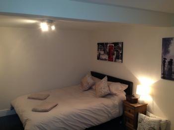 Worthing & Findon pit stop - Room 7 Double Bed