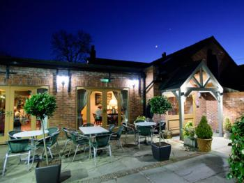 The Ryles Arms - Main Entrance & Patio Area