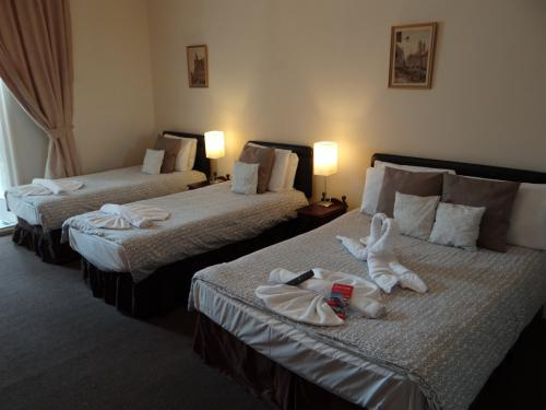 Quad En-suite - (1 double bed and 2 single Beds)