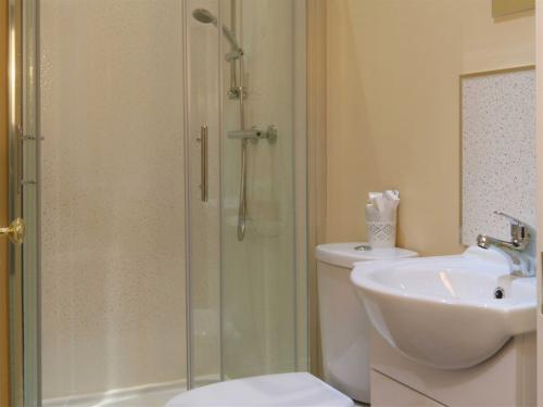 Ensuite Bathroom Facilities bridge bed & breakfast, derry | rooms