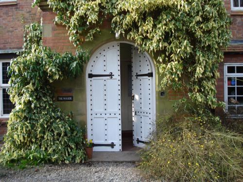 WORTHENBURY MANOR GUESTS' ENTRANCE