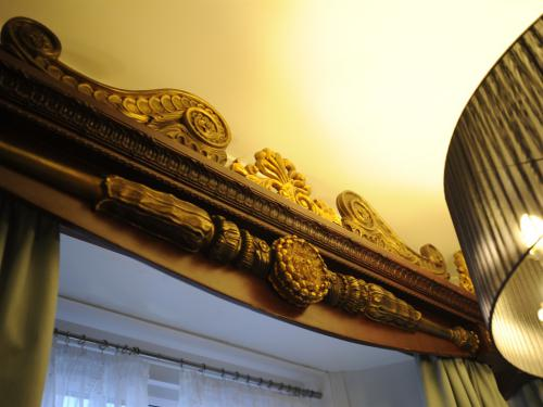 The window pelmets to match the style of The Royal State Four Poster Bed