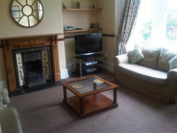 Flat 5 Cardiff - Lounge 3 bedroom  apartment / Flat 5 (B) @ Kings Road