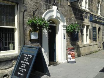 Queens Head - entrance