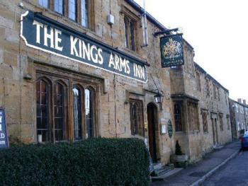 The Kings Arms Inn - Front View