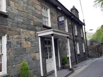 The Grapes Hotel -