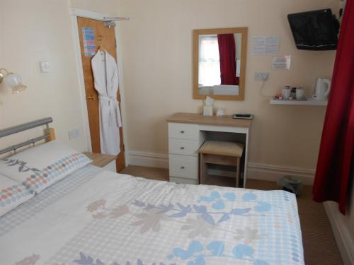 Standard Double Room 8 (shared shower/toilet)
