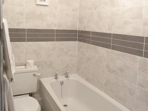 Ensuite Bathroom (Bath-tub & Walk-In Shower)
