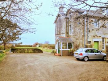 Carlton Seamill B&B - Entrance porch and car-park, Carlton Seamill