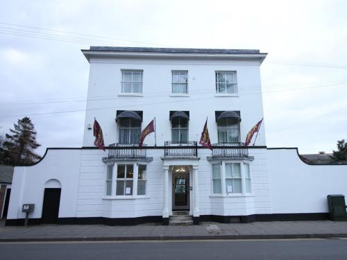 Front view of Canterbury Hotel