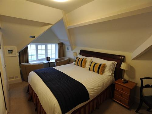 One of the Queensize bedrooms