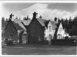 Looking for old photographs of the Struan Inn....