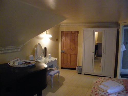 Family en suite which sleeps 3 adults, or 2 adults and 1 or 2 children (Z bed option)