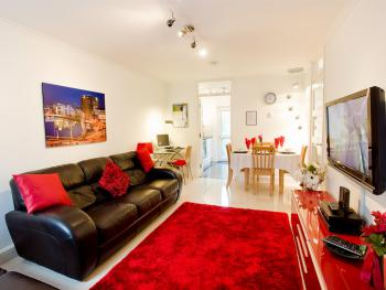Self Catering Belfast - Comfortable Lounge/Dining