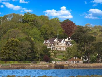 Yeoldon House Hotel - Front view from river