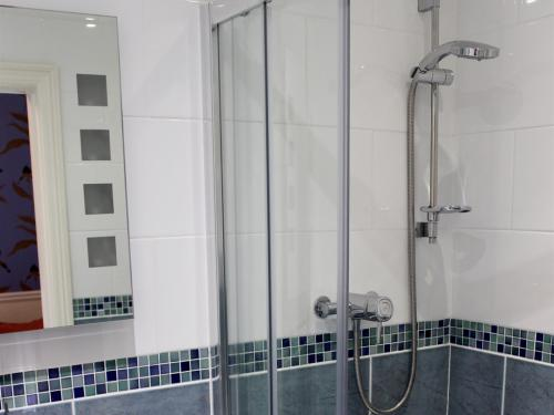 Orchid room - shower