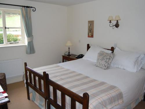 Superking or twin bedded room with spacious bathroom and garden views