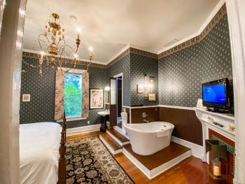 Buckhead-King-Deluxe-Ensuite with Bath - Base Rate