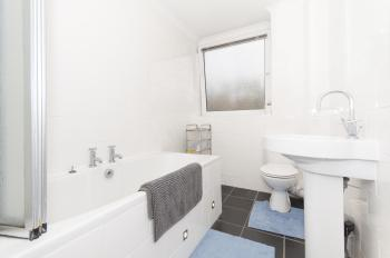Spotlessly clean bathroom, on demand hot water