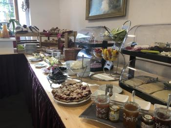 Frühstücksbüfett im Schloss