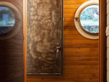 Porte qui mène à la cabine Caravelle
