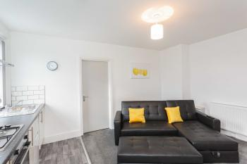Cherry Property - Hornby Road - Lemon Suite - Lounge Area
