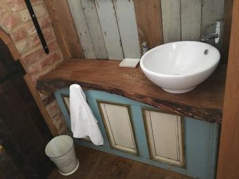 Seperate wash basin