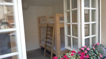 Gite Haut Doubs d'Estaing-Dortoir-Lit simple inférieur-Salle de bain commune
