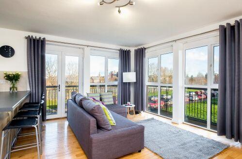 Apartment-Deluxe-Ensuite-Balcony-818826
