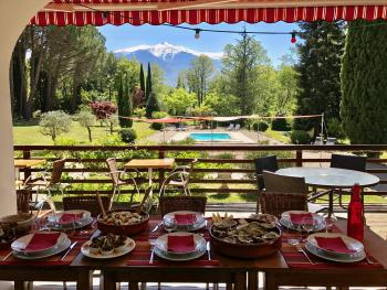 Repas en famille, sur la terrasse