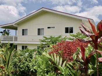 Bears' Place Guest House Surrounded by Tropical Gardens