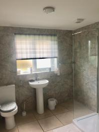 LARGE FAMILY BATHROOM WITH WALK IN SHOWER