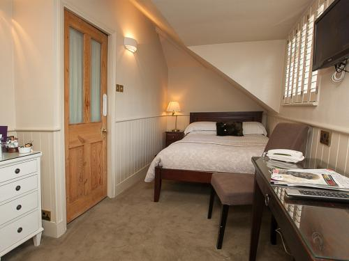 Double room-Ensuite with Shower-Top Floor -Small Room