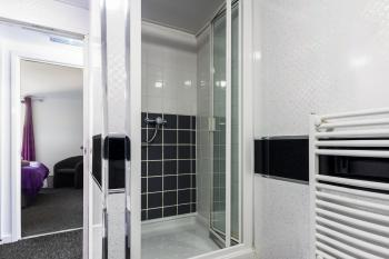 Shower Room- Suitestayzzz - Ouseburn Suite