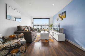 Cosy 2 bed apartment - perfect for groups - Lounge with Superfast Unlimited Wi-Fi