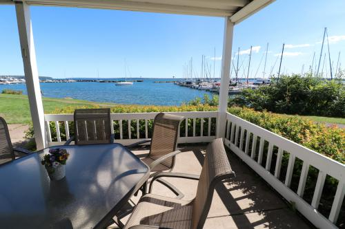 Bayfield On The Lake 100-Condo-Ensuite with Bath-Premier-Lake View