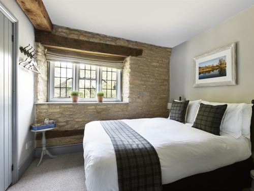 Double room-Comfort-Ensuite with Shower-Street View-Small - Base Rate