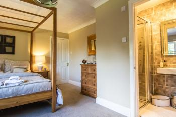 Poppyfields-Double room-Ensuite with Shower-Garden View - Base Rate