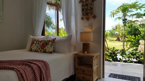 Queen-Designer-Private Bathroom-Sea View-Pandanus - Standard Rate