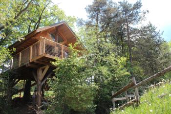 Maison dans les arbres-Salle de bain Privée-Vue sur Montagne-La Cabane des Cerfs