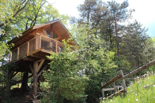 Maison dans les arbres-Salle de bain privée séparée-Vue sur Montagne-La Cabane des Cerfs