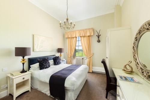 Double room-Standard-Ensuite with Shower - Base Rate