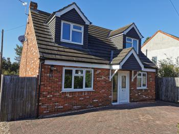 Purple Hart Homes - Station Cottage - Cottage Front With Off-Street Parking For 2 Vehicles