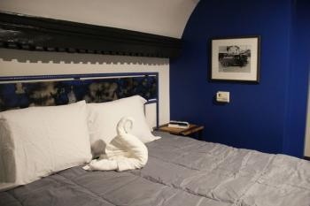 Double room-Ensuite-Comfort-No window-305 Men In Blue Room