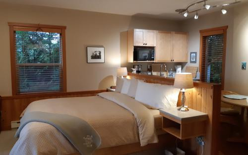 Suite-Ensuite with Bath-Luxury-Ocean View-Whale Song Suite - Base Rate