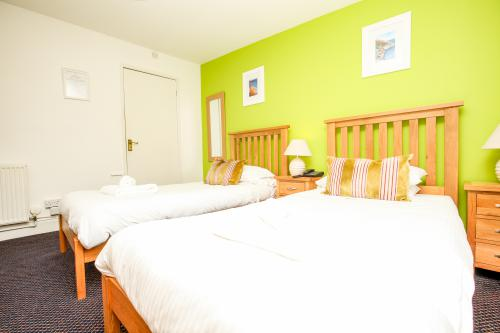 Twin room-Ensuite-Room 3  - Base Rate