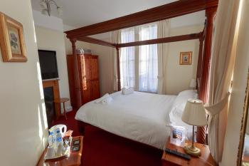 King size four poster with ensuite