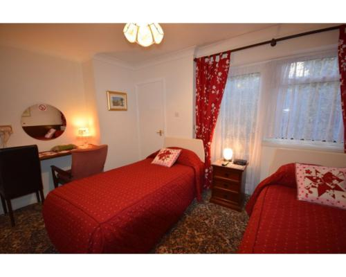 Twin room-Luxury-Ensuite with Shower-Room 10