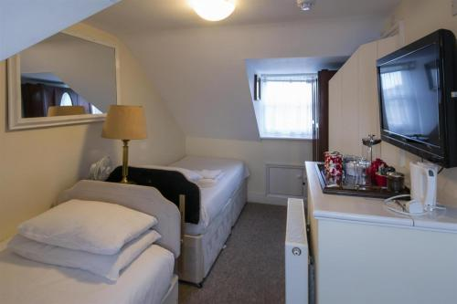 Twin room-Attic-restricted height -Budget-Ensuite with Bath